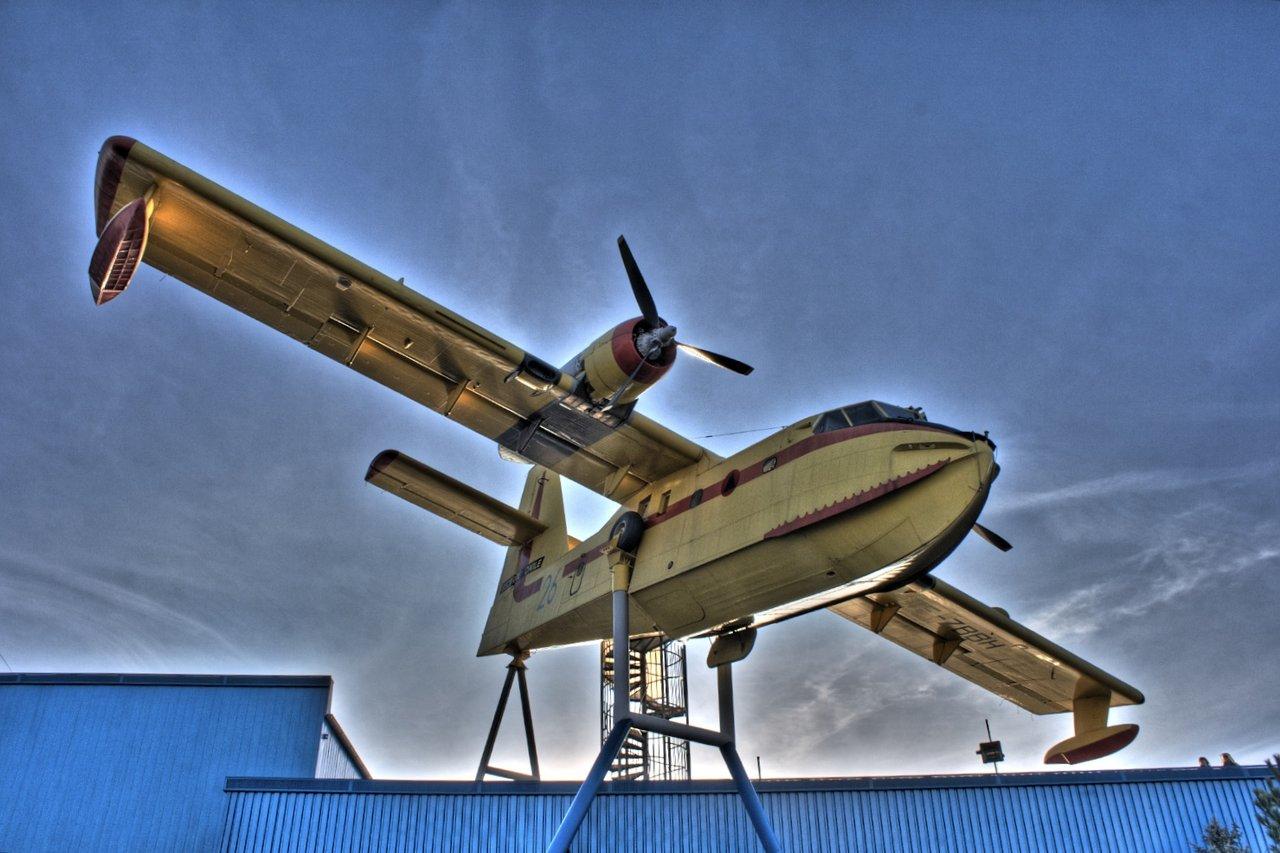 Canadair CL-215, Technikmuseum Sinsheim)<br/>Luminance settings: Fattal, Alpha 1, Beta 0.9, Saturation 0.8, Noise Reduction 0