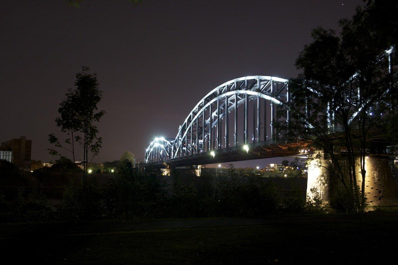Deutschherrnbrücke in Frankfurt am (und über den) Main